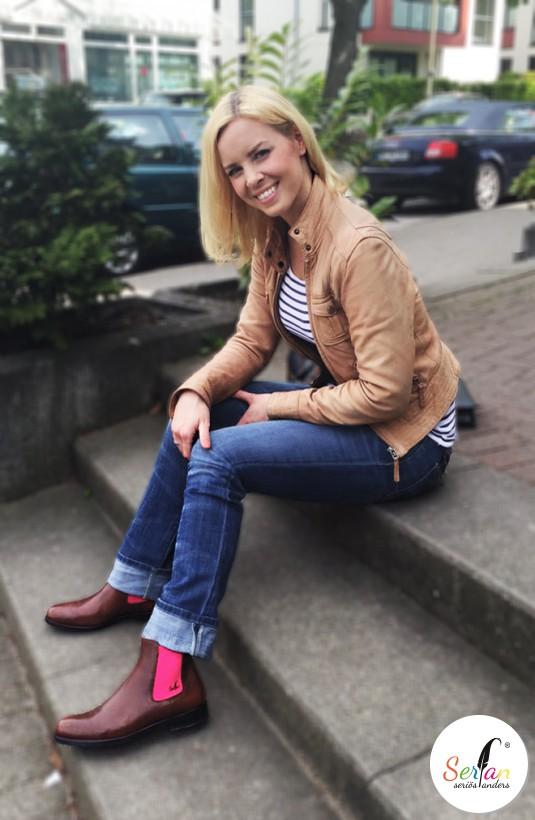 ie schwedische Tänzerin in Serfan Chelsea Boots