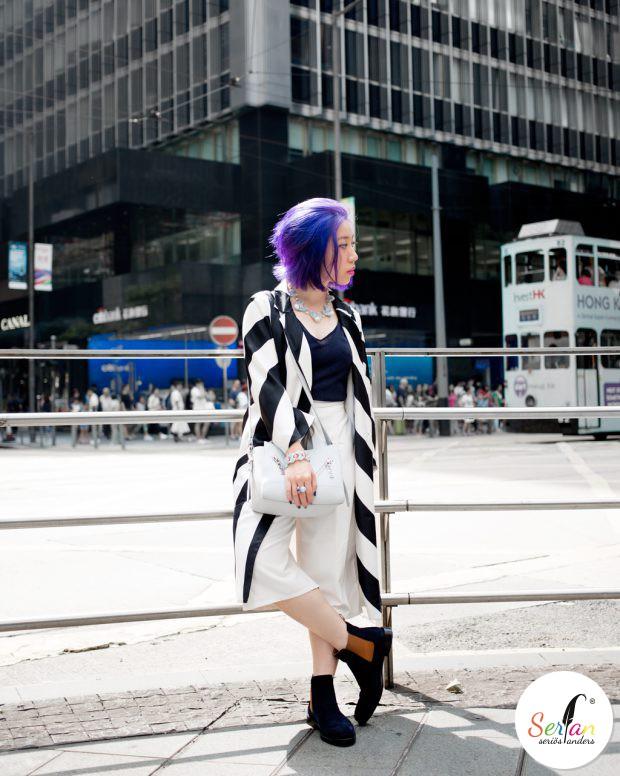 Fashionbloggerin aus China trägt Serfan Chelsea Boots.