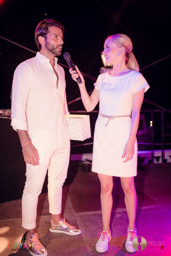 Janin Ullman trägt auf der Serfan Fashion Show ihre Sneaker.