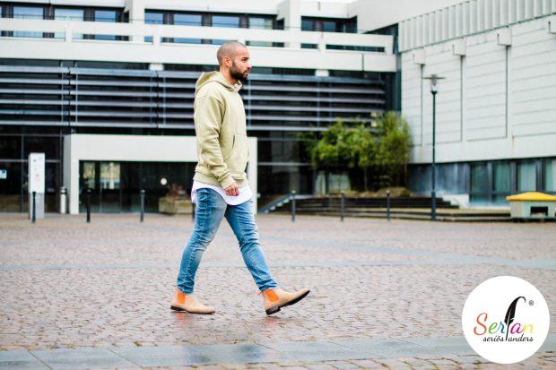 Brandond90 trägt Serfan Boots