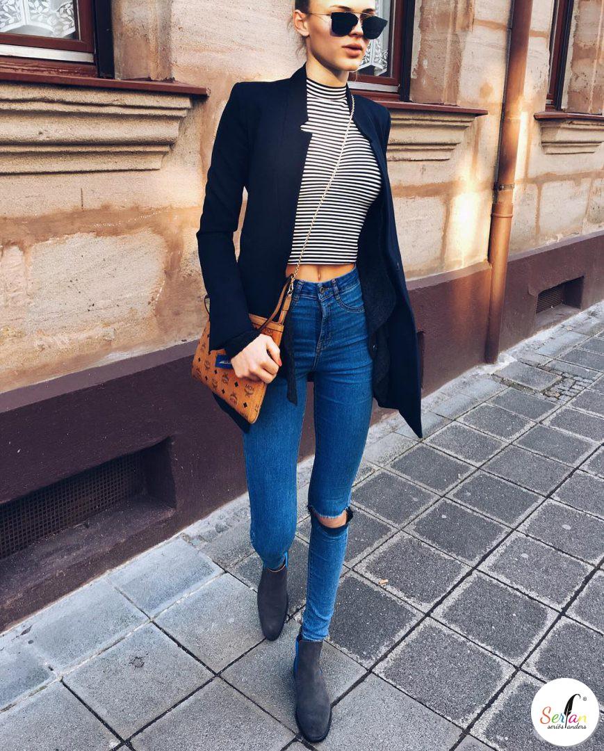 Lilly Paschek trägt Serfan Chelsea Boots